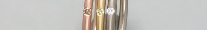 Zarte Goldringe mit Brillant in rundem Profil